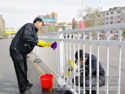 清洗护栏净化环境
