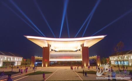 德州太阳能小镇吸引市民参观 璀璨夜景美如科幻大片