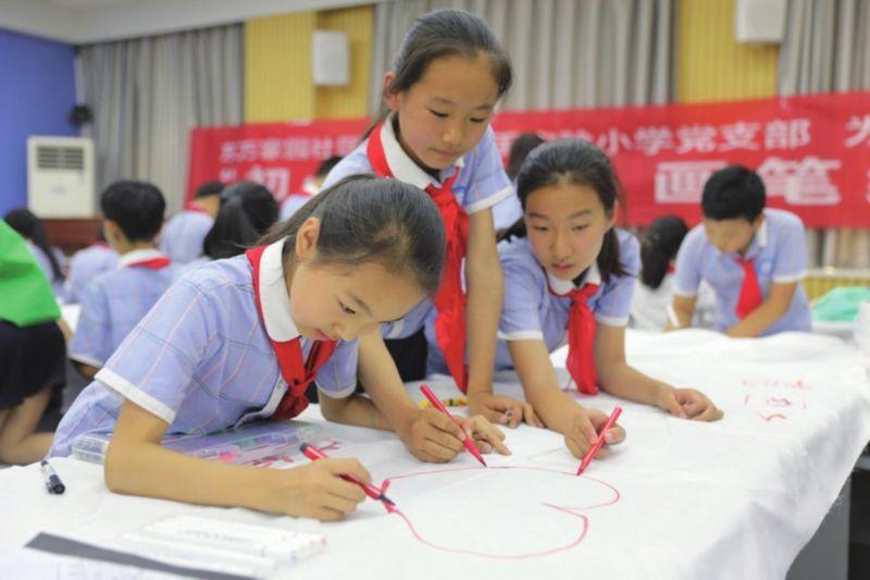 庆祝新中国70周年华诞 百米长卷绘梦想