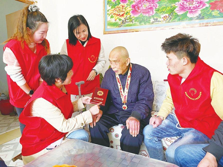 """渤海路街道开展""""党员红·感党恩""""志愿服务活动"""