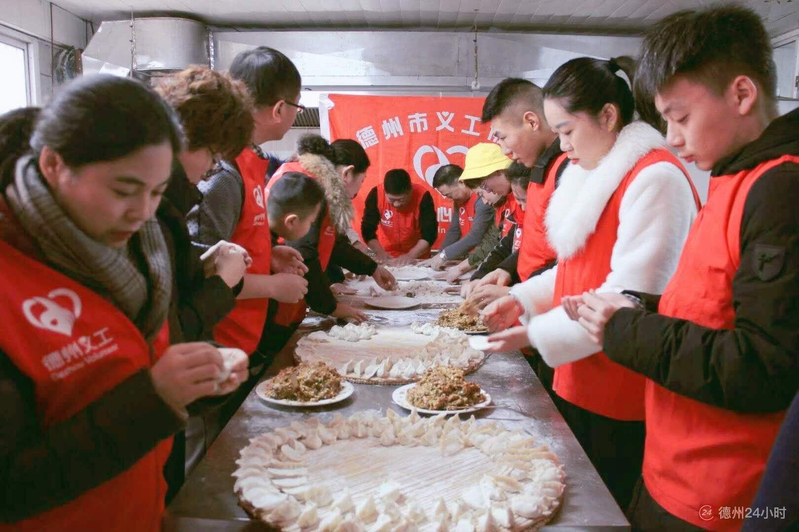 新春走基层 | 34名义工给福利院老人包除夕饺子