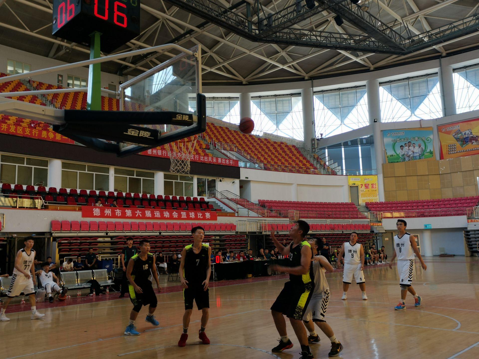 经开区篮球队获我市六运会男子普通组冠军