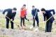 青年志愿者武城植树护河