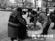 平原县爱心协会志愿者开展学雷锋志愿服务捡垃圾活动