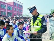 县交警大队走进东辛店镇初级中学进行交通安全宣传