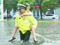 我市干群全力应对强降雨
