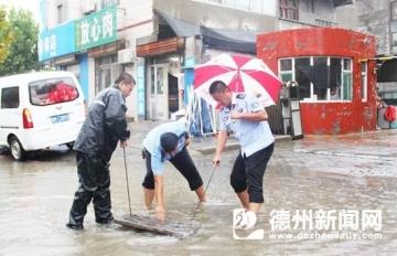 平原县各部门积极应对强降雨