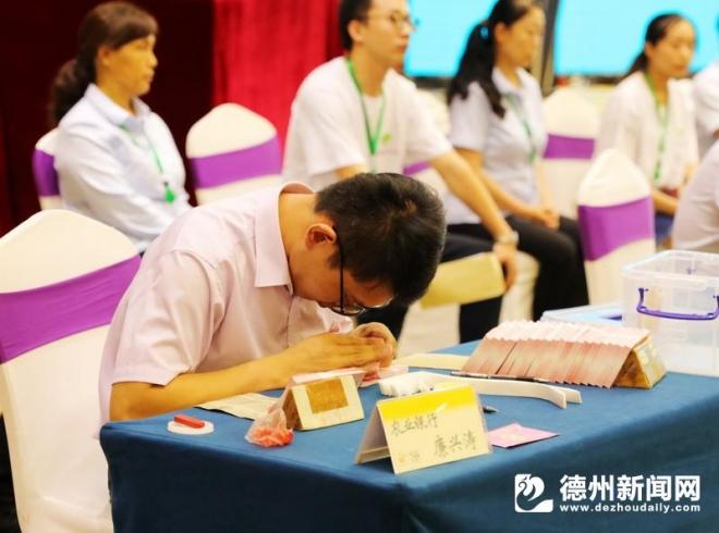 廉兴涛:一举夺得点钞比赛3项第一