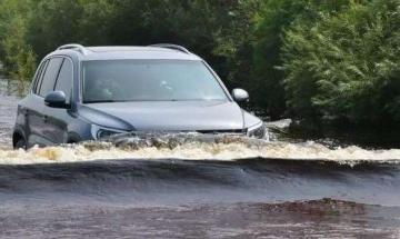 下雨天,车辆涉水怎么办?
