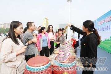 特色农产品展示家风家训  我县首届农民丰收节开幕