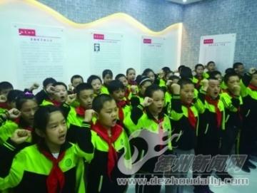 滋镇组织学生参观三洄河爱国主义教育基地