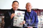 104岁戴长富尽情地高声朗读书籍