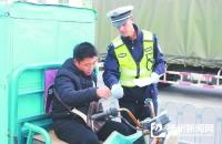 运河开发区交警开展电动车驾驶人宣传教育活动