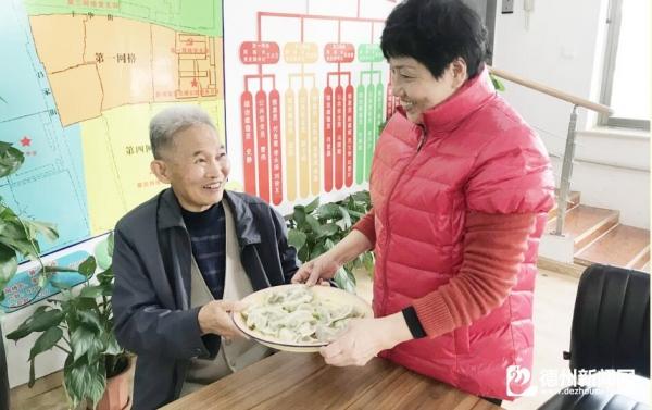 """丰华社区开展""""暖意融融过立冬欢喜齐乐包饺子""""活动"""