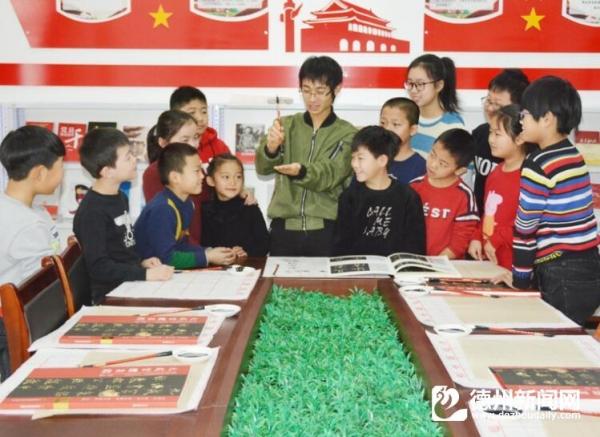 """举办""""汉字书法之旅""""系列公开课"""