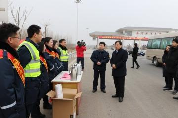 暖人心!县领导来齐河黄河大桥走访慰问春节期间坚守岗位一线职工