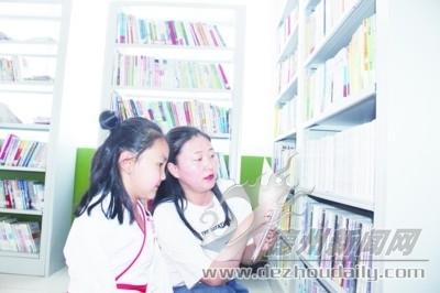 """文化书屋成村民""""充电站"""""""