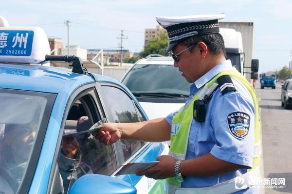 德州市公安局交警直属三大年夜队开展普法活动
