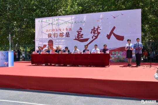 临邑县司法局送法进校园 学生成人礼赠送宪法读本