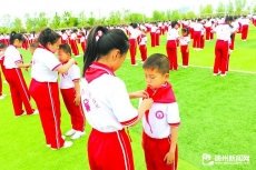 """齐河举办""""党在我心中·红色基因传承""""主题教育活动启动暨少先队入队仪式集中示范活动"""