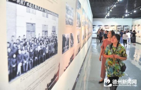 """""""影像兵团——新疆生产建设兵团影像作品巡展""""在德州市博物馆开幕"""