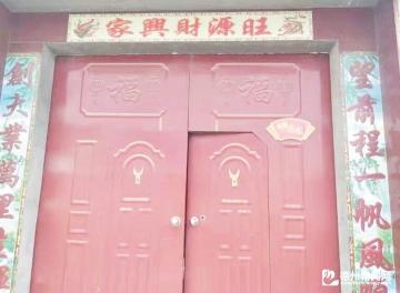 """丁庄镇为""""美丽庭院""""示范户进行挂牌"""