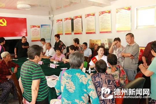 腾讯分分彩官网市第二人民医院专家团队到杨家圈社区开展文明共建义诊活动