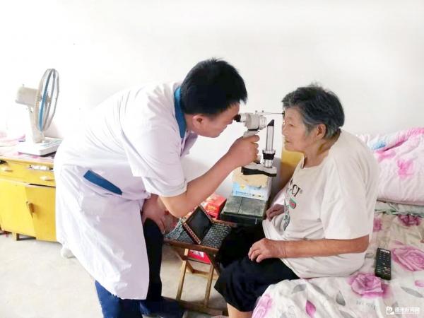 筛查眼科疾病 普及眼科知识