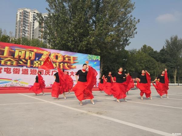 迎国庆广场舞大赛举行