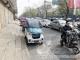 不按指示停车,占用盲道、非机动车道——市区仍有车辆乱停放现象