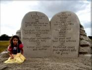 惨案20年:乌干达邪教残杀近千信徒 尸体堆积如山