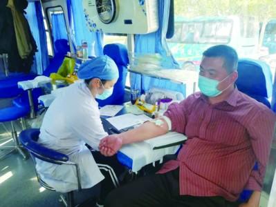 坊子乡志愿者参与义务献血活动