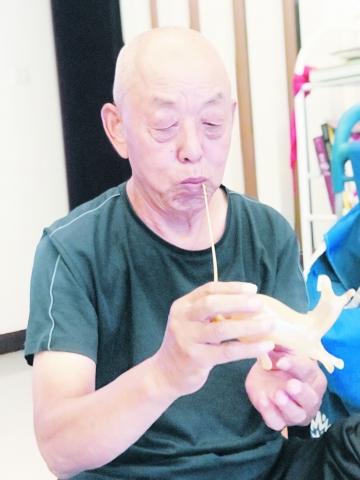"""经开区非物质文化遗产手艺人杜庆恒——传承""""吹糖人""""技艺 生活甜如蜜"""