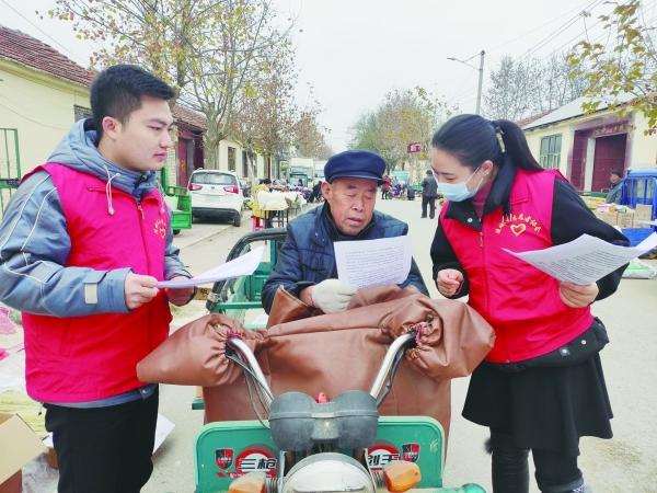 志愿者进村讲安全