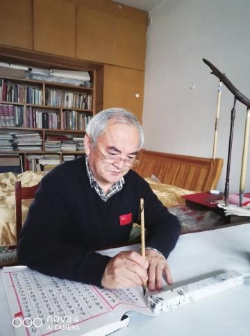 齐河68岁老党员张延清手书12版《共产党宣言》献礼党的百年华诞