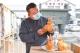 第八届中外酒文化博览会举行 扒鸡造型纪念酒获收藏家盛赞