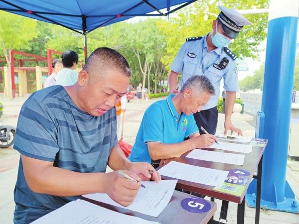 市公安交警部門嚴格管控 提升頭盔佩戴率
