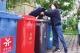分类垃圾桶在市区多个小区亮相 多数居民不知如何准确分类