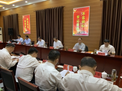 市委常委会进行专题集中学习接受红色教育