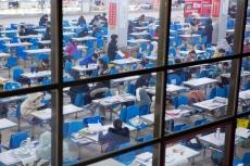 餐廳、走廊、樓梯口都是自習室,決戰2020年考研!將來的你會感謝現在拼命的自己