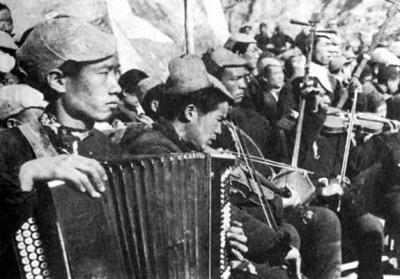 百个音频故事 讲述英雄历史(69)  难忘的一次演出