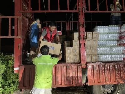 点赞   共青团德州市委募集的31万元救援物资送抵河南许昌