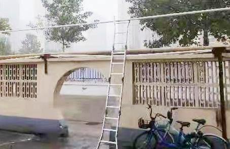 长河街道:整治私拉电线,消除火灾隐患