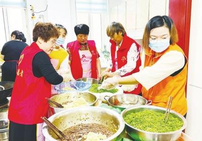 """1.2万名志愿者开展活动3600场次 """"志愿红""""点亮文明城"""